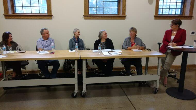 CHAMBER RETAIL PANEL PROVIDES VALUABLE INFORMATION FOR HOLIDAY SUCCESS!